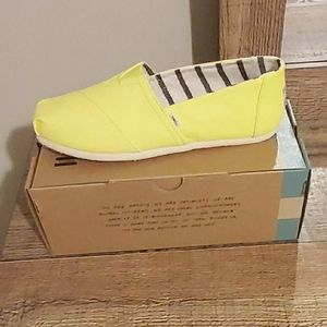 Never worn Toms size 8